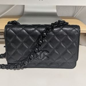 ❕SOLD❕CHANEL 21C Wallet On Chain (So Black)